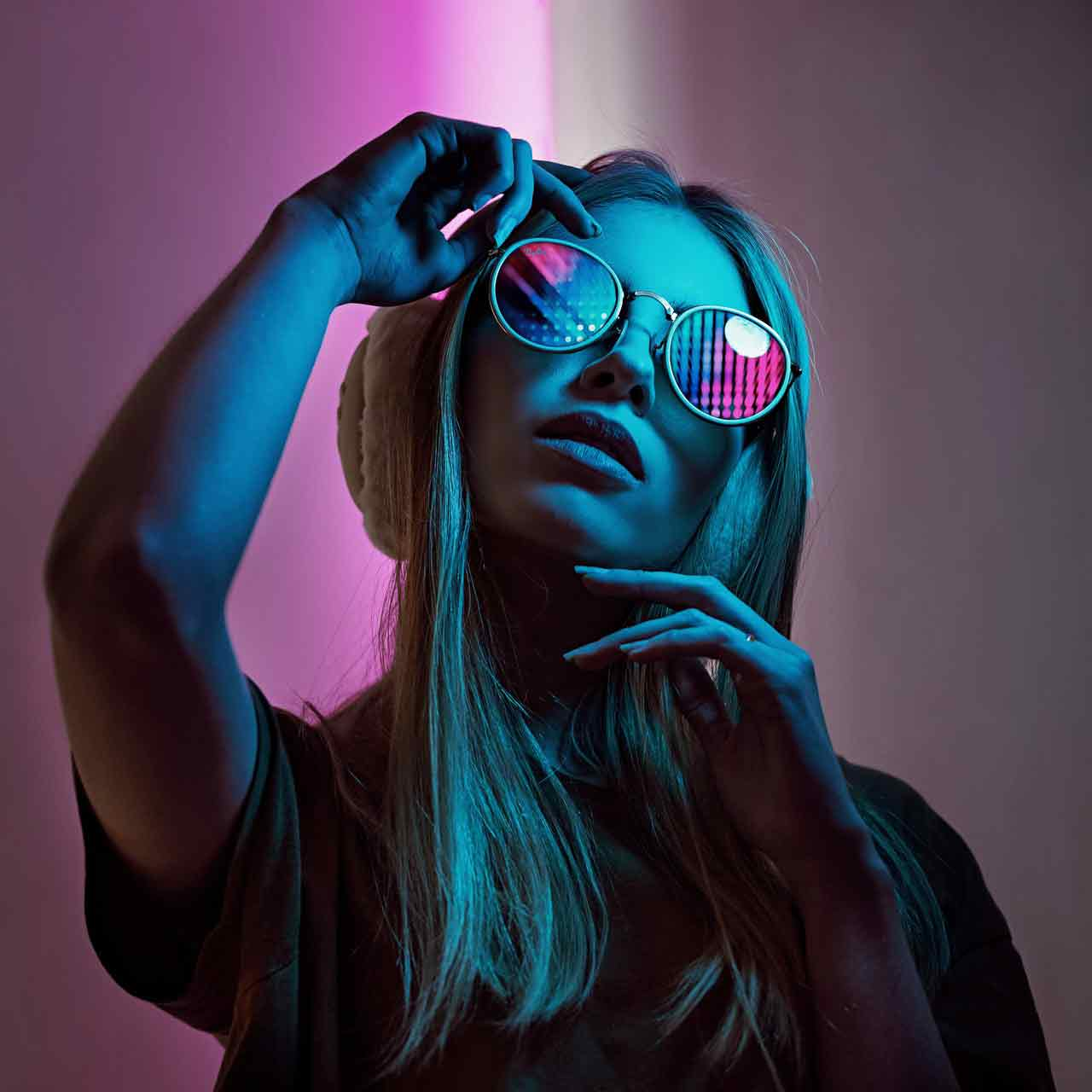 women-s-white-framed-sunglasses-2690323